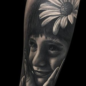 Little girl tattoo by Jumilla Olivares #JumillaOlivares #blackandgrey #realistic #portrait #littlegirl #child
