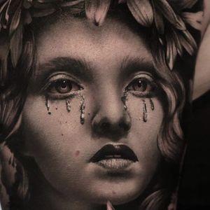 Details by Thomas Carli Jarlier #ThomasCarliJarlier #blackandgrey #realism #portrait #lady #tattoooftheday