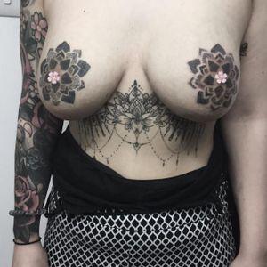 Handpoked matching dotwork mandalas by Lydia Amor #LydiaAmor #handpoke #mandala #dotwork #blackwork #boobs