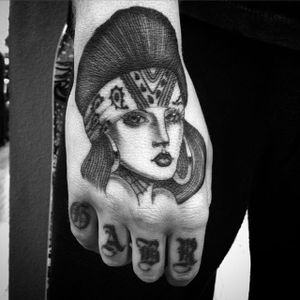 Gorgeous lady head on a hand by Chuco Moreno (IG—chucomoreno95237). #blackandgrey #Chicano #ChucoMoreno #finelined #ladyhead #oldschool #soft