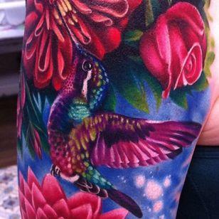 An incredibly vibrant portrait of a hummingbird by Megan Massacre (IG—megan_massacre). #realistic #hummingbird #tattoo #MeganMassacre