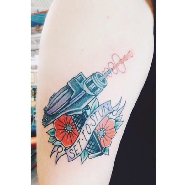 Sabe quem fez essa tatuagem? Conte pra gente! #StarTrek #lasergun #50thaniversary #50AnosStarTrek