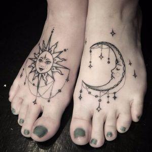 #Lani #foottattoo #feettattoo #péstatuados #místico #mistic #sun #moon #sol #lua #linework #fineline