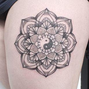 Yin Yang Dotwork Tattoo by Paige Davidson #dotwork #dotworktattoo #dotworktattoos #dots #dottattoo #blackwork #blackworktattoo #blackworkdots #blackink #PaigeDavidson #yingyang