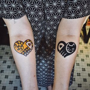 Matching tattoos by Woo Loves You #WoohyunHeo #WooLovesYou #matchingtattoos #newtraditional #color #blackwork #cat #kitty #heart #love #minimalist #small #tattoooftheday