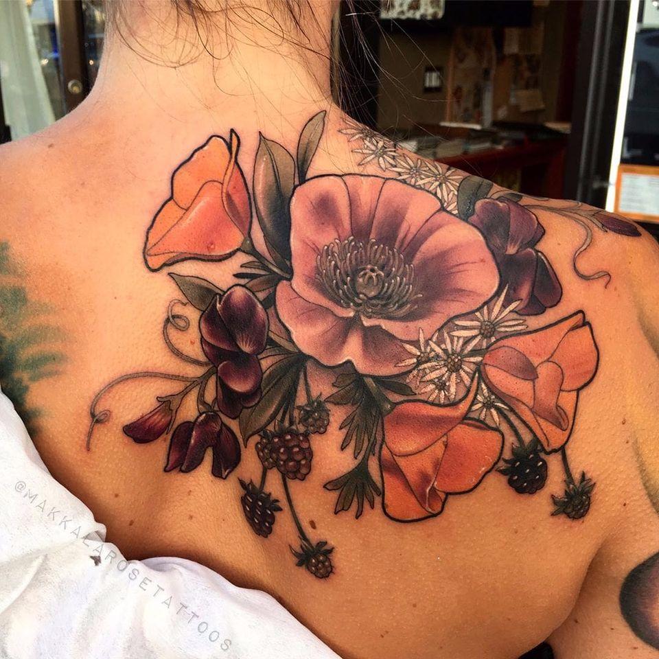 Flores lindinhas #MakkalaRose #gringa #neotraditional #colorido #colorful #flor #flower #botanica #botanical #folha #leaf #nature #natureza #fruit #fruta