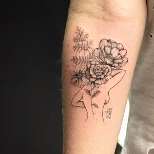 Por Vic Nascimento #VicNascimento #brasil #brazil #TatuadorasDoBrasil #brazilianartist #fineline #botanica #botanical #woman #mulher #flor #flower #blackwork #pontilhismo #dotwork #delicate #delicada