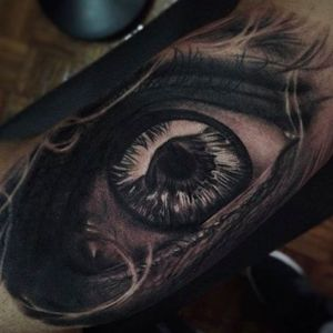 Spectacular detail work on this eye tattoo by Emersson Pabon. #emerssonpabon #eye #realstic