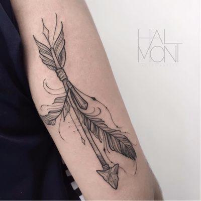 Por Lucas Halmont #LucasHalmont #brasil #brazil #brazilianartist #tatuadoresdobrasil #blackwork #flecha #arrow #pena #feather #cristal #crystal