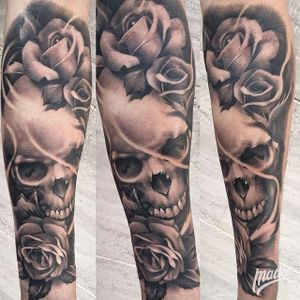 Skull and roses. (via IG - antoniomackotodisco) #blackandgrey #antoniomacko #skullandroses #skull #rose