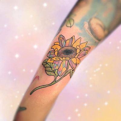 Por Kelly Mcquirk #KellyMcquirk #gringa #cute #fofa #delicada #delicate #colorida #colorful #girassol #sunflower #cristal #crystal #flor #flower #botanica #botanical #folha #leaf