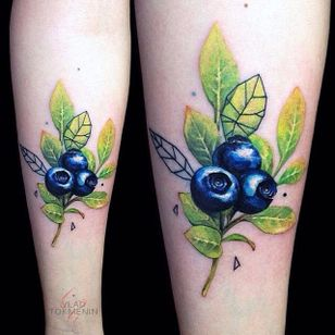 Color realism blueberry tattoo with a few geometric elements. By Vlad Tokmenin. #fruit #blueberry #botanical #flora #realism #colorrealism #VladTokmenin