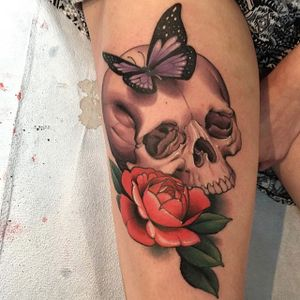 An exquisite skull with a butterfly and rose via Chad Lenjer (IG—challenjer). #butterfly #ChadLenjer #neotraditional #skull #rose