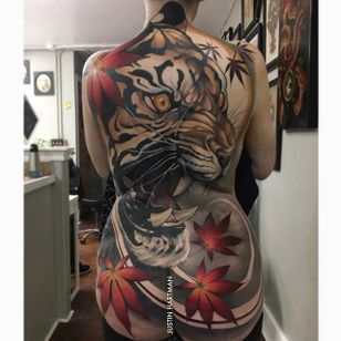 A mind-blowing Japanese-inspired back-piece of a tiger by Justin Hartman (IG—justinhartmanart). #JustinHartman #largescale #mapleleaves #neotradtional #tiger