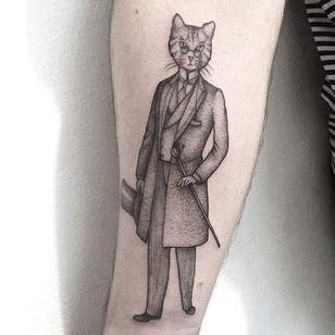 Pointillism tattoo by Anna Neudecker. #pointillism #dotwork #AnnaNeudecker #gentleman #cat