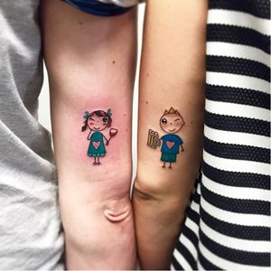 Matching tattoos by Sonia Tessari #SoniaTessari #smalltattoo #popart #glitter #matching #friend