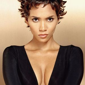 Sexy Halle Berry 😍  #HalleBerry #hollywood