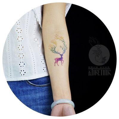 一只鹿🦌.... #tattooartist #tattoo #tattooart #watercolor #watercolortattoo #watercolortattoos #watercolour #girlswithtattoos #girltattoo #tiny #tinytattoo #tinytattoos #lovely #lovelytattoo @moxiyeah@tattoodo #tattooformylove #colorful #ColorfulTattoos #colortattoo #color #colortattoos #deer #deertattoo #tree #trees #treetattoo #treetattoos #arm #armtattoo #armtattoos