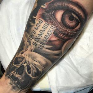 Eyeball gapfiller! #blackandgrey #bng #fusionink #dynamicblack #soba #stigma #rotary #inkedlife #eyetattoo #eyeballtattoo #liquidsilvertattoos #liquidsilvertattoo #melbournetattoo #melbournetattooer #melbournetattooist #inkersparadise #inkersdownunder #inkers_downunder #inkjunkeyz #blackandgrey #realism #tattooofinstagram #tattoooftheday #picoftheday #pictureoftheday #tattooedmen #tattooedwomen