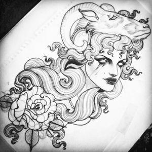 #woman #headress #lamb #ramskull #flower #blackAndWhite