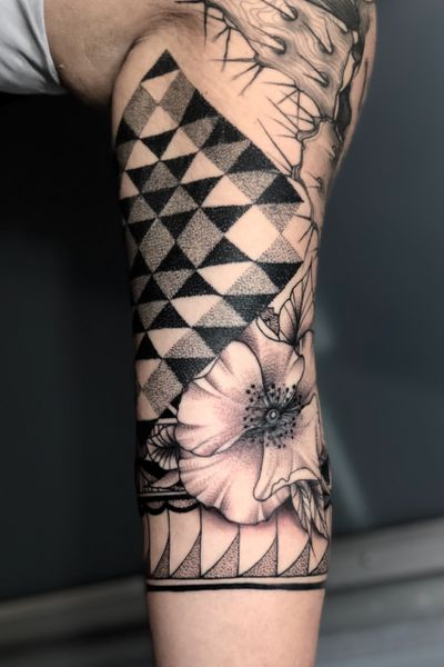 #dotwork #blackwork #geometric #ornamental #mandala #geometrictattoo #nativeamerican #patternwork #rose
