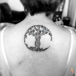 Nº212 Tree of Life Toda una experiencia, nada más y nada menos porque la persona a la que le tatué esto es... MI MADREEEEEEE!!! jajajajajajaja!!! Tengo una Mamá revelde! Dora Ruiz GRACIAS por siempre creer y confiar en mi... aguantaste como los machos! jajajaj!!! TE AMO MA´ <3 #tattoo #tree #treetattoo #treeoflife #life #sacred #sacredtree #woman #mother #mymom #shesarockstar #freedom #sons #roots #knowledge #ink #bylazlodasilva