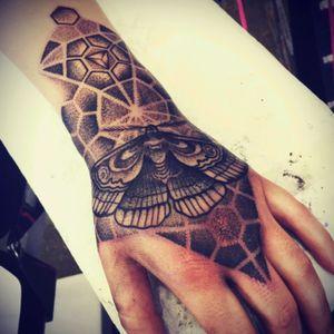 Lost demention moth #geometry #moth #dotwork #alvaroflores