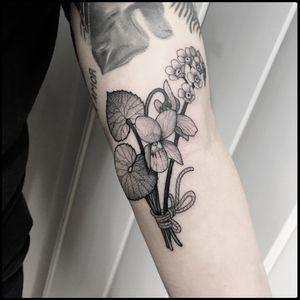 #totemica #tunguska #black #flowers #bouquet #forgetmenots #violas #tattoo #blackworkers #hardtimestattoo