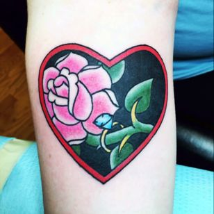 The tattoo i got for my late grandmother. A lover a jewlery.