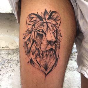 @lencrerie @favry #lion #paris #lencrerie #favry #leg #man #blackandgrey