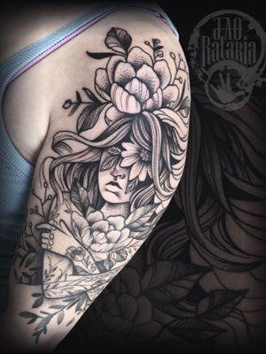 Finalizado hj, parte de baixo já cicatrizada! #rataria #tattoo #blackwork #blackworkers #blackworkerssubmission #ttblackink #onlyblackart #theblackmasters #tattooartwork #inkstinct #inkstinctsubmission #superbtattoos #wiilsubmission #stabmegod #tattoos_artwork #womantattoo #flowerstattoo #flowershead
