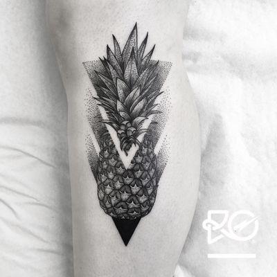 By RO. Robert Pavez • Pineapple • Studio Nice Tattoo • Stockholm - Sweden 2017 • #engraving #dotwork #etching #dot #linework #geometric #ro #blackwork #blackworktattoo #blackandgrey #black #tattoo #pineapple #pineappletattoo