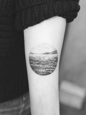 #tattoo #linework #lineworktattoo #blackandgrey #blackandgreytattoo #geometry #geometrytattoo #blackwork #landscapetattoo #ocean
