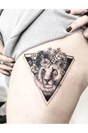 #lion #flowers