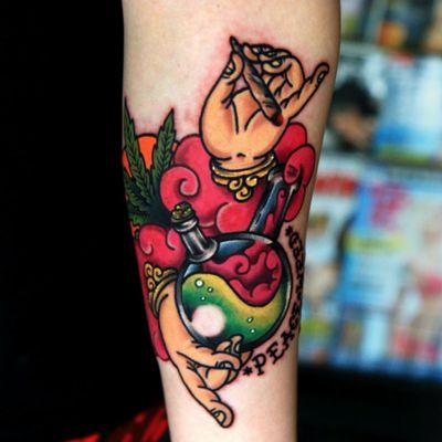 Weed & Bong 🤤⚗️. always peace be weed you🙏 . . . #peace_be _weed_you #waterbong #weed #cannabis #tattoo #tattoos #inked #tattooist_siho #koreatattoo #koreatattooshop #gangnam #neotraditional #newschool #타투 #뉴스쿨타투 #뉴스쿨 #올드스쿨 #칼라타투 #강남 #논현동 #일상 #소통 #선팔 #맞팔은내맘 #d_world_of_ink #top_class_tattooing #radtattoos #tattoodo