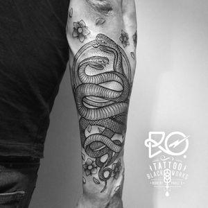 By RO. Robert Pavez • Black Snacke • #engraving #dotwork #etching #dot #linework #geometric #ro #blackwork #blackworktattoo #blackandgrey #black #tattoo #snaketattoo