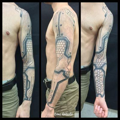 Crack-crack-crack !!! ☠️Bras taper en freehand ☠️ #bims #bimstattoo #bimskaizoku #paris #paristattoo #paname #freehand #freestyle #robotic #ironman #robocop #robocarpoli #love #hate #instagood #instatattoo #tattoo #tattoos #tattooartist #tatt #tattooart #tattoo2me #tattoostyle #tattoed #tattooist #tatted #tatted #tattoowork #crack