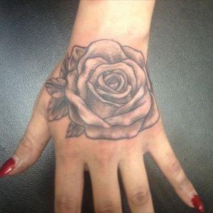 #rosestattoo #handtattoo #roses #tattoo