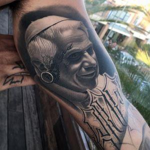 HealedBenedicto .Ratzinger para mi gran amigo @franky_lozano @radiantcolorsink @radiantinklab @sullentv @inkjecta @vegantattoo @bnginksociety #thebesttattooartists #thebestspaintattooartists #thebestspaintattooartist #papa#realistictattoo #radiantcolorsink #inkjecta#inkjunkeyz #work #frankylozano#sullentv @sullentv #bnginksociety#tattoodo#JumillaOlivares