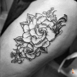 Nº227 Perfume de Gardenias #tattoo #ink #gardenia #gardeniatattoo #gardeniaflower #flower #leafs #ornaments #inmemoryof #granpa #song #perfumedegardenias #bylazlodasilva