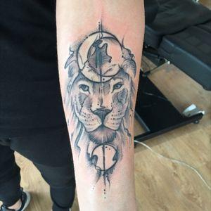 😍💙 #lion #lionking #lionhead #head #moon #sun #blackandwhite #black #and #white #lionface