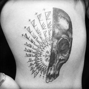 #ribtattoo #skull #blackandgray #geometric #shadows #cheyennehawk #eikondevice