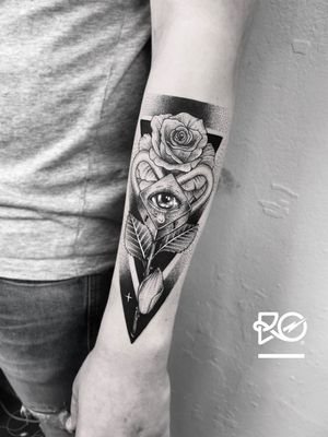By RO. Robert Pavez • Fallen tear drop ➖ Studio Zoi tattoo Stockholm 🇸🇪 • 2018 • #engraving #dotwork #etching #dot #linework #geometric #ro #blackwork #blackworktattoo #blackandgrey #black #tattoo #fineline