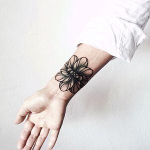 #wpkorvis #flower #wristtattoo