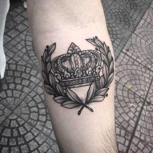 lanrel Leaf and Crown 🌿👑 📩 E_mail :dangthanhhoang05@gmail.com OR 📩 :info@saigonink.net #BonBon_saigonink #blackwork #blackworkers #blackworkerssubmission #blacktattooart #blacktattooing #tattoo #tattoodo #tattooart #tattooartist #tattoooftheday #tattoolife #linework #lightbulb #orchid #the_inkmasters #the_inkmasters #thebestspaintattooartists #skinartmag #inksav #inkedmag #tattoodesign #flowers #flowertattoo #saigonink #tatuaje #sgtattoos #dotwork#blxckink #darkartist #onlyblackart