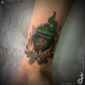 Caldeirão de Bruxa • #tattoo #tatuagem #neotrad #neotradtattoo #neotradicional #neotradicionaltattoo #neotraditional #neotraditionaltattoo #tatuagemfeminina #caldeirao #caldeiraodebruxa #bruxa #bruxatattoo #witch #witchtattoo #bruxaria #witchcraft #tattoodo #tattoodobr