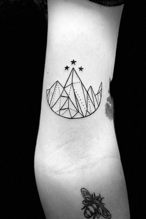 Fun simple #geometric #tattoo frim today #linework #black #tattoooftheday #mountain #simple #girlswithtattoos #ink #inked