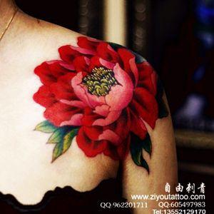 #ziyoutattoo#flowers #redflower  #shoulder