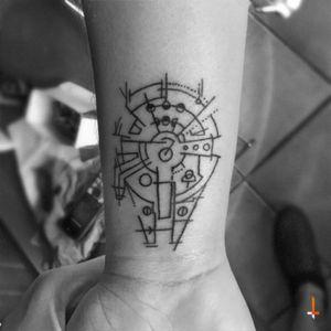 "No.54 ""millennium falcon"" #tattoo #geometric #abstract #milleniumfalcon #hansolo #chewbacca #starwars #lines #improvement #bylazlodasilva @rodriwo @starwarsplanet @starwars"