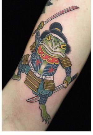 Fun little samurai frog on Dallas #kaptenhannatattoos #darkagetattooseattle #japanesetattoo #irezumi #samurai #frog #katana